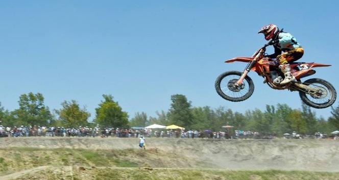 Hayrabolu Ayçiçeği Festivali'nde motokros yarışları yapıldı