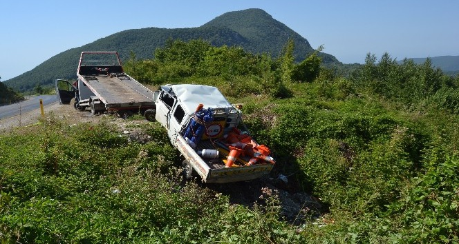Freni patlayan kamyonet uçuruma yuvarlandı: 2'si ağır, 4 yaralı