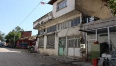 Karı-koca evlerinin önünde park kavgasında bıçaklandı