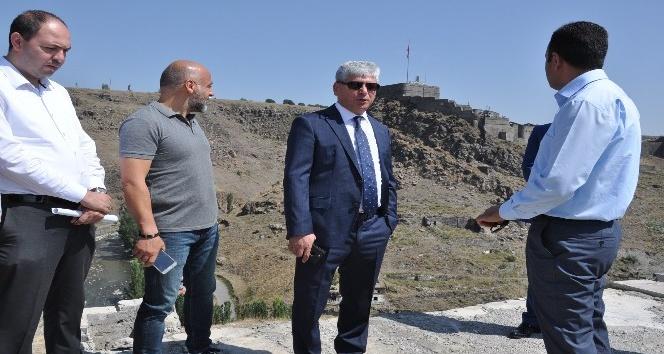 Vali Doğan, Anıtlar Kurulu üyelerini Seyir Tepeye davet etti
