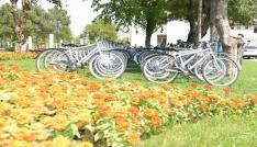 Başkan Atilladan 100 çocuğa 100 bisiklet