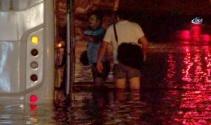 İstanbulda alt geçidi su bastı