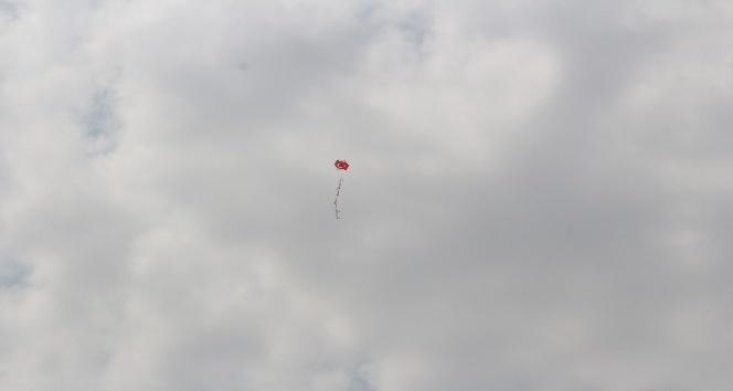Ağrıda 400 çocuk Türk bayraklı uçurtmalarla gökyüzünü süsledi