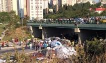 İstanbulda beton mikseri devrildi