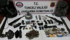 Kendilerini patlatan teröristlerin evinden silahlar ve el bombaları çıktı