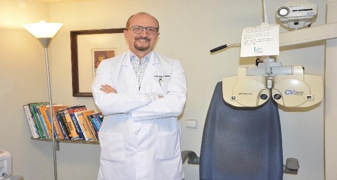 """Op. Dr. Çağlayan: """"Göz tembelliğinde erken tanı önemli"""""""