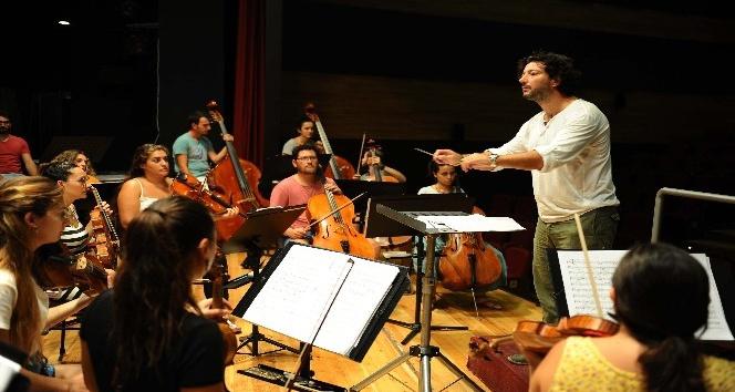 Orkestranın en iyi şefleri Karşıyakada yetişiyor