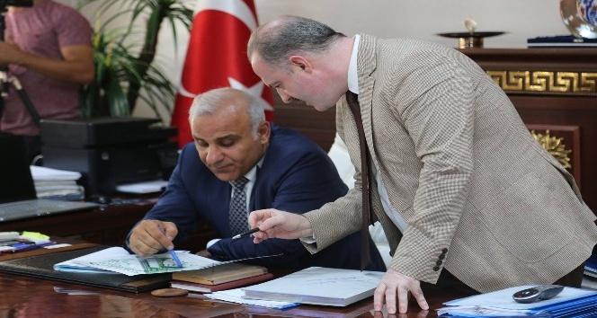 Vali Murat Zorluoğlundan Tuşba Belediyesine ziyaret