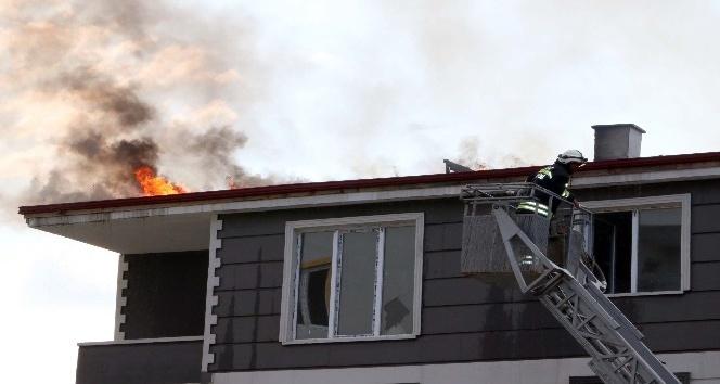Yozgatta çatı yangını korkuttu