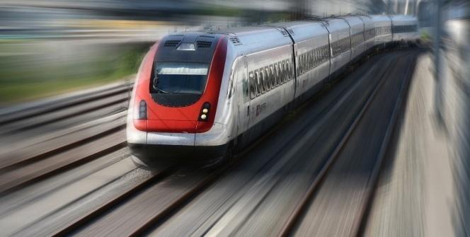 Hindistan'da tren raydan çıktı: 20 ölü, 150 yaralı