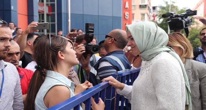 Eşi cezaevinde olan kadın, gözyaşları içinde Bakandan yardım istedi