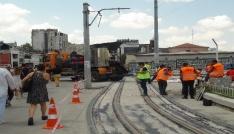Beyoğlunda nostaljik tramvayın yenilenen raylarına özel köprü asfaltı