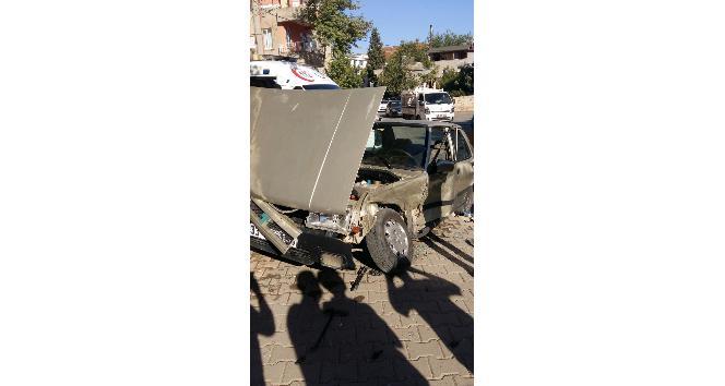 Adıyamanda iki otomobil çarpıştı: 3 yaralı