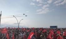 Türk Yıldızları Trabzonda şehit Eren Bülbül için uçtu