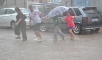 5 dakikalık yağış hayatı felç etti