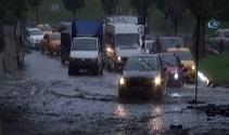 İstanbulda yollar göle döndü!