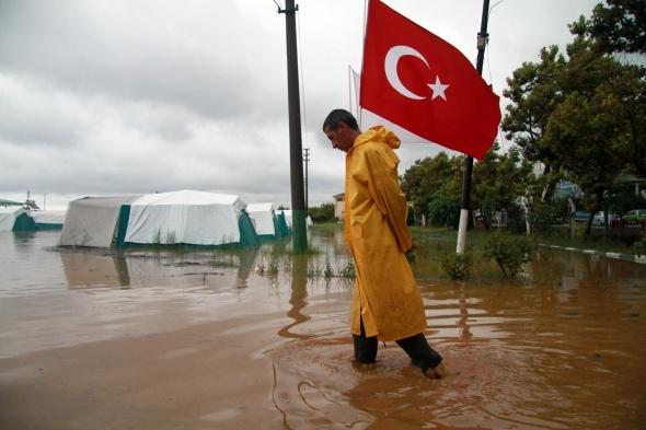 Bursa'nın Karacabey ilçesi sular altında