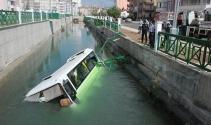 Minibüs sulama kanalına düştü: 5 yaralı