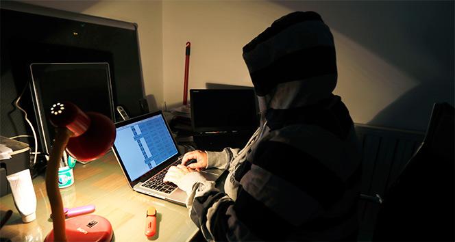Geceleri bilgisayar ışığına maruz kalmak dengesiz uyku sebebi