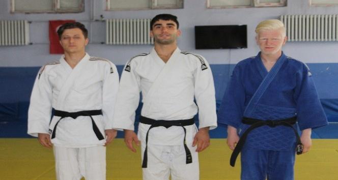 Yıllarca hayalini kurdukları judoda rakip tanımıyorlar