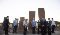 Bilal Erdoğan Ahlat'taki tarihi mekanları gezdi