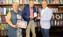 Gazeteci-Yazar Hıfzı Topuz'a 'Basın Onur Ödülü'