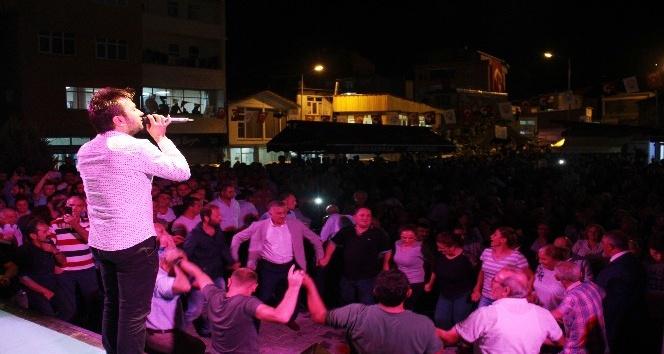 Kemalpaşalılar ilçe olma sevincini tulum ve kemençeyle kutladı
