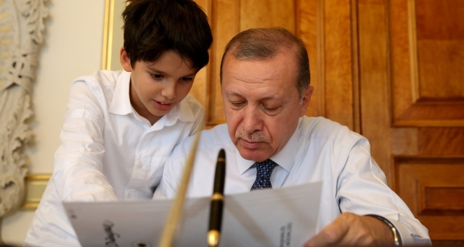 Cumhurbaşkanı Erdoğan, torunu Ömer Tayyiple çekilen fotoğraflarını sosyal medyadan paylaştı