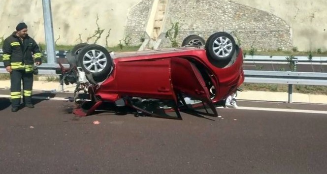 Otobanda trafik kazası: 1 ölü, 4 yaralı