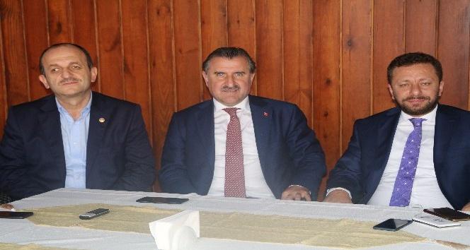 Bakan Osman Aşkın Bak gazetecilerle sohbet toplantısı düzenledi