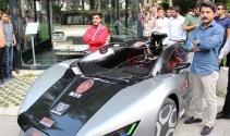 Öğrencilerin ürettiği elektrikli otomobil görücüye çıktı