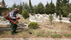 Kırklarelinde mezarlıklar bayrama hazır
