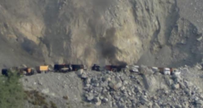 Teröristler 11 iş makinesini ateşe verdi
