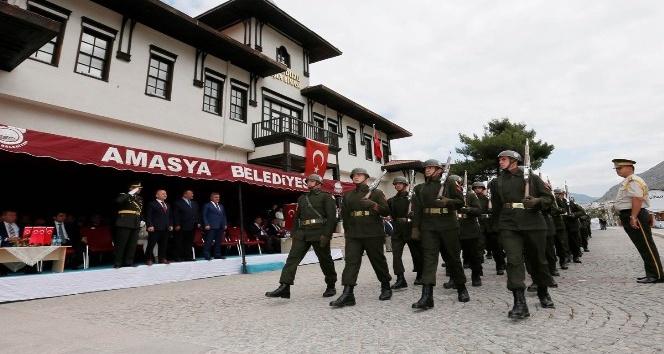 30 Ağustos Saraydüzü Kışlası önünde kutlandı