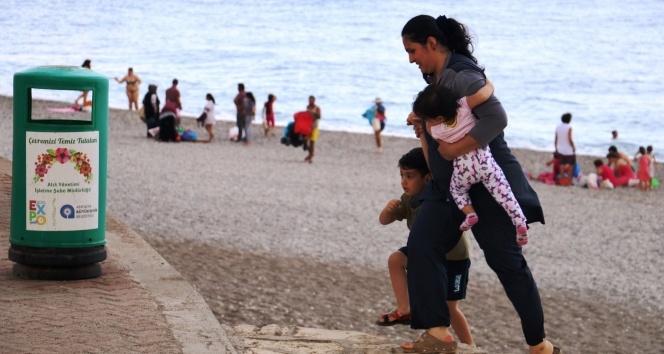 Antalyada tatilcilere yağmur sürprizi