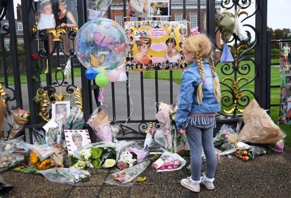 Prenses Diana 20. ölüm yıldönümünde anıldı