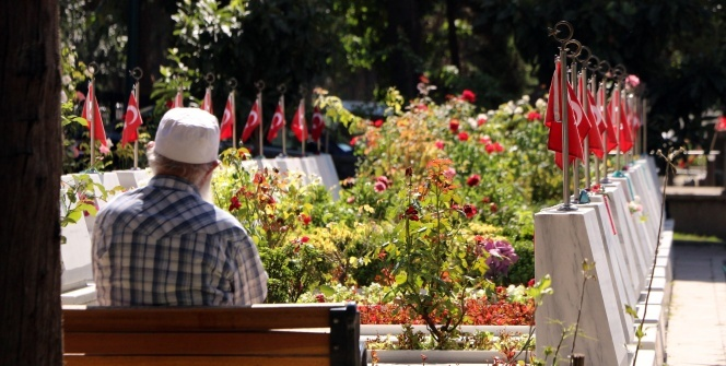 Edirnekapı Şehitliği'ne ziyaretçi akını