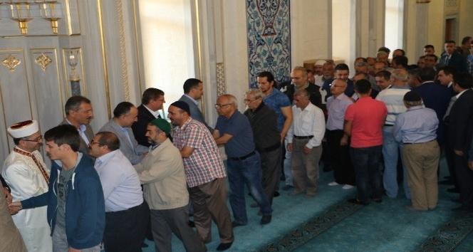 Kırıkkaleliler Nur Cami'de bayramlaştı