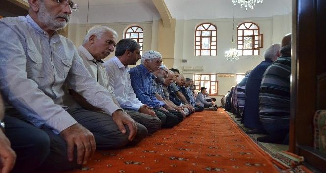 Erzincan'daki bayram namazında camiler doldu taştı