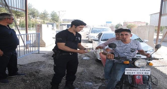 Cizre'de polis, halkla bayramlaştı