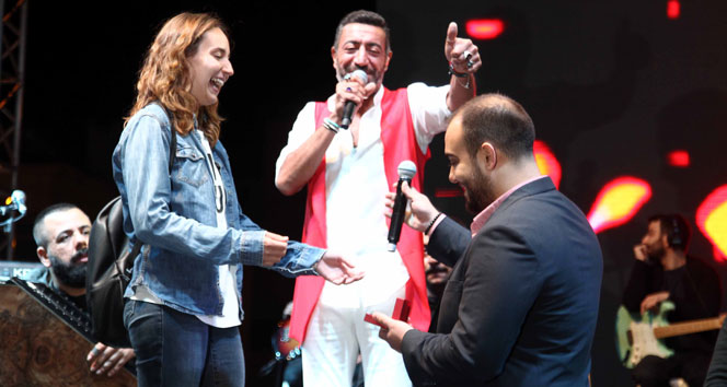 Hakan Altun konserinde sürpriz evilik teklifi
