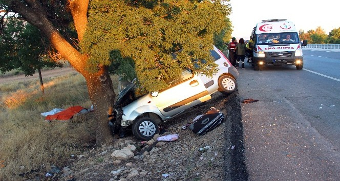 Karaman'da hafif ticari araç ağaca çarptı: 1 ölü, 3 yaralı