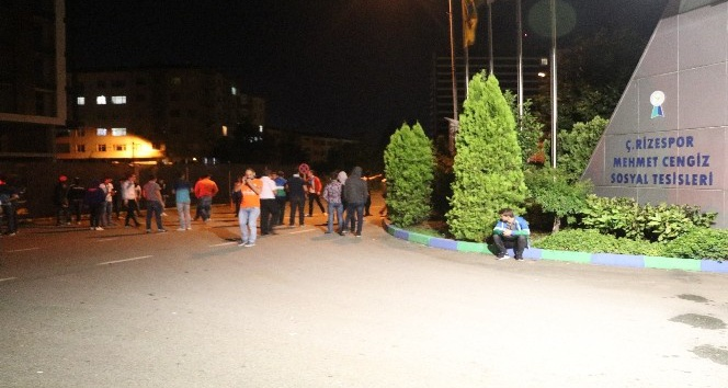 Rize'de, Sambacı futbolcuya meşaleli karşılama