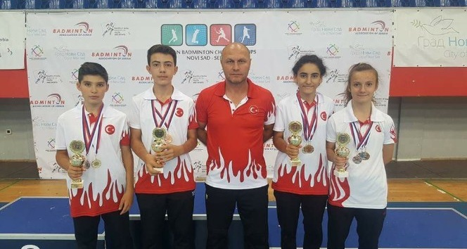 Badmintoncular 3 altın madalya İle döndüler