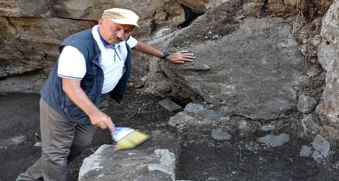 Şavşat Kalesi'nde bin yıllık şarap üretim ünitesi bulundu