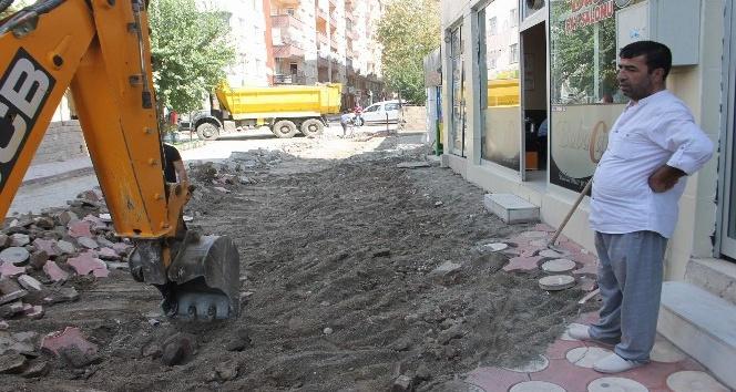 Siirt'te asfalt ve kaldırım çalışmaları sürüyor