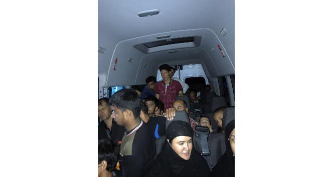 Bingöl'de bir minibüste 40 göçmen yakalandı