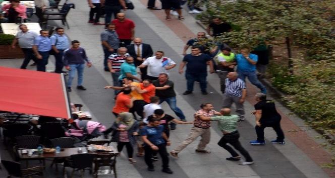 Trabzon'da park kavgası kameralara yansıdı