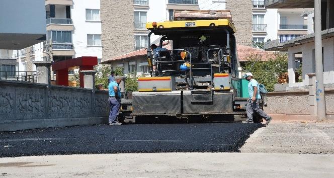 Aksaray'da yollara sıcak asfalt çalışması sürüyor