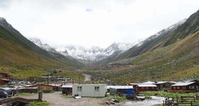 Kaçkar Dağı'na ilk kar düştü
